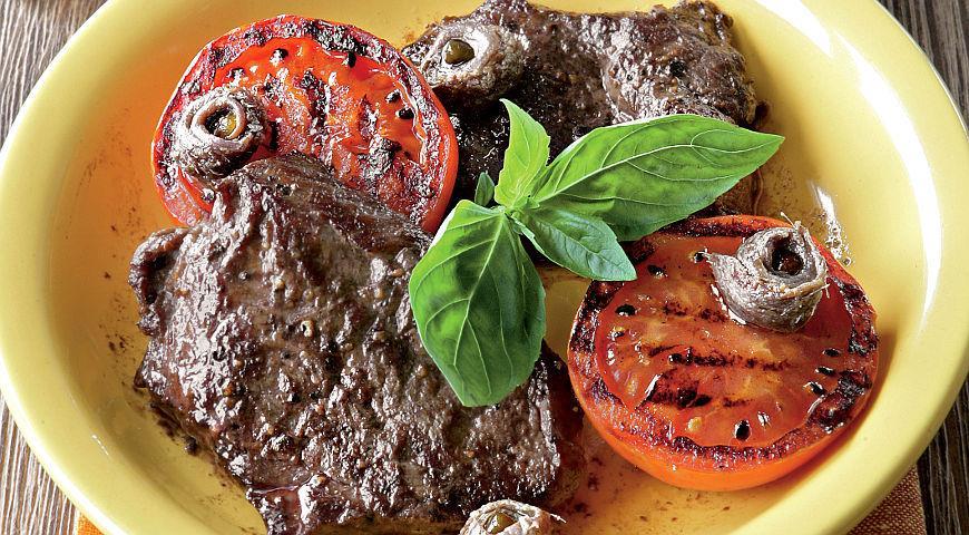 Рецепт Бифштексы с анчоусами и помидорами