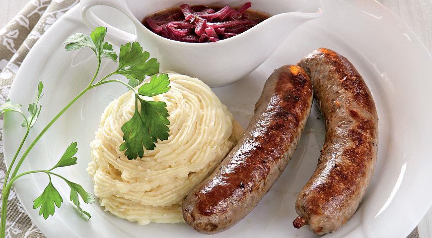 Рецепт Колбаски с винно-луковым соусом