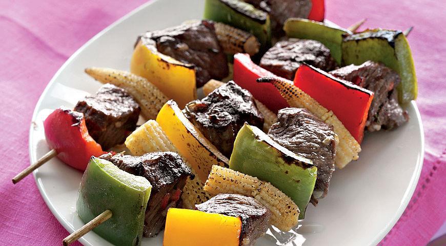 Рецепт Брошеты из говядины, сладкого перца и кукурузы