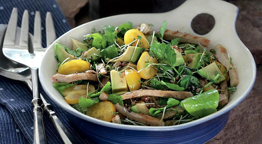 Рецепт Свинина барбекю в салате из авокадо