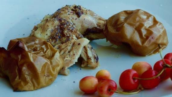 Курица с яблоками в мускатном орехе.
