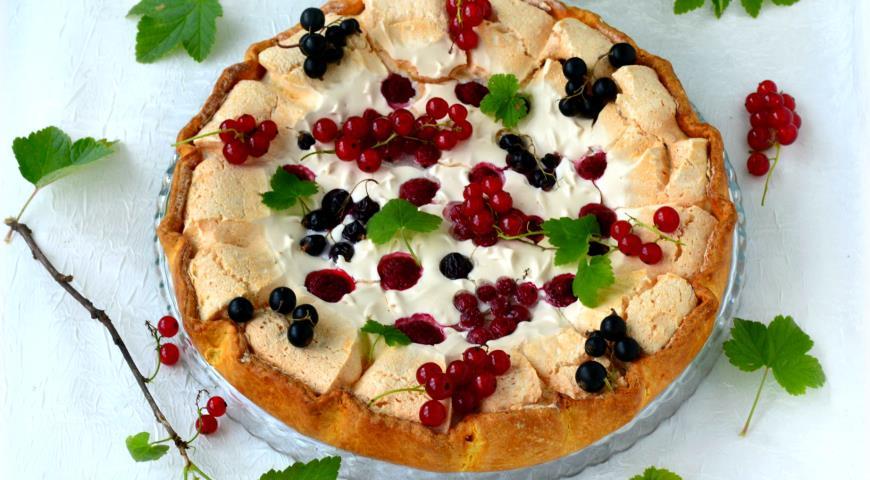 Рецепт Галета с сезонными ягодами в безе