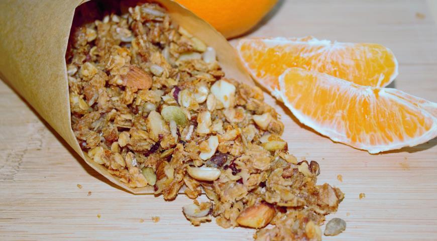 Рецепт Апельсиновая гранола с красной смородиной и манго