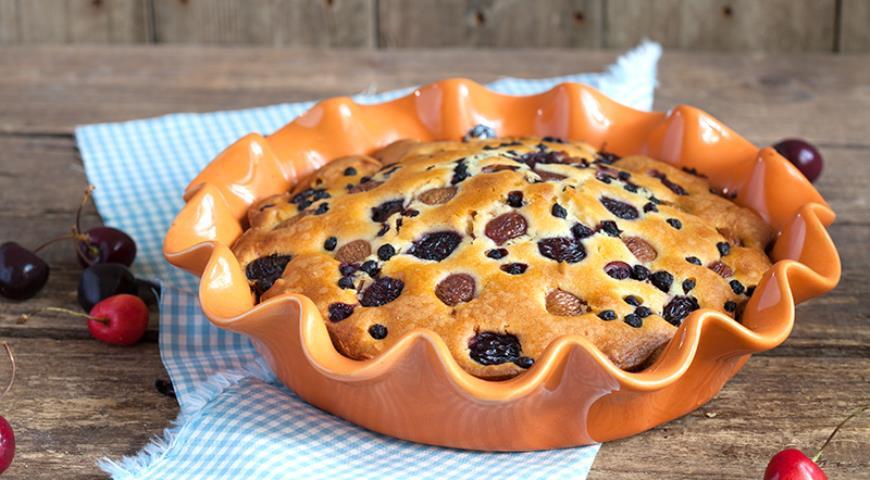 Рецепт Простой пирог с черешней и черникой