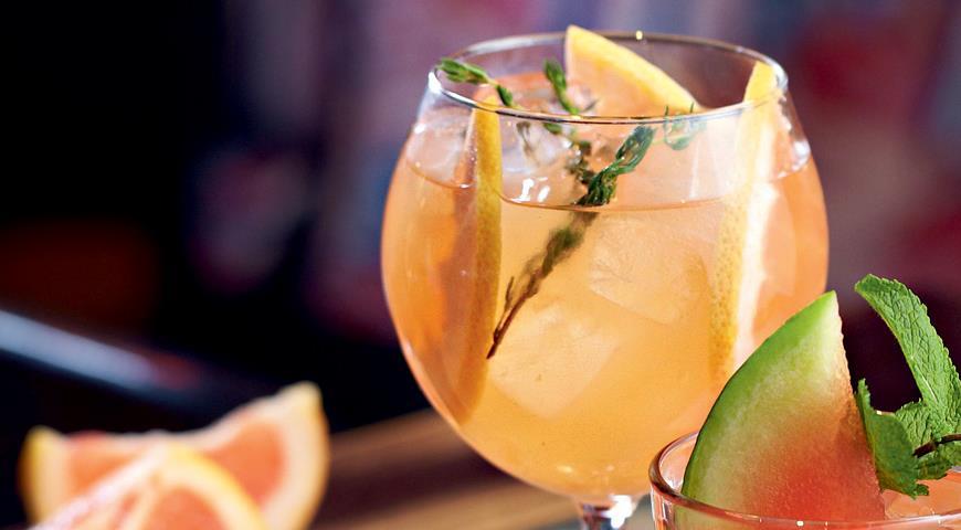 Рецепт Сангрия с грейпфрутом на розовом вине от Алексея Мочнова