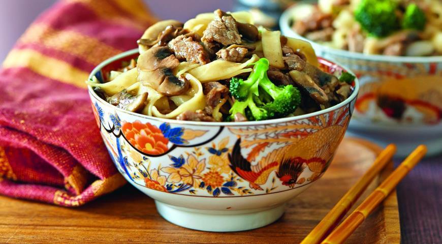 Рецепт Говядина с лапшой и овощами по-китайски