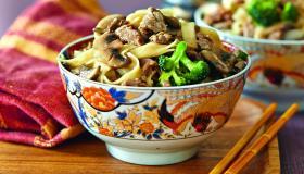 Говядина с лапшой иовощами по-китайски