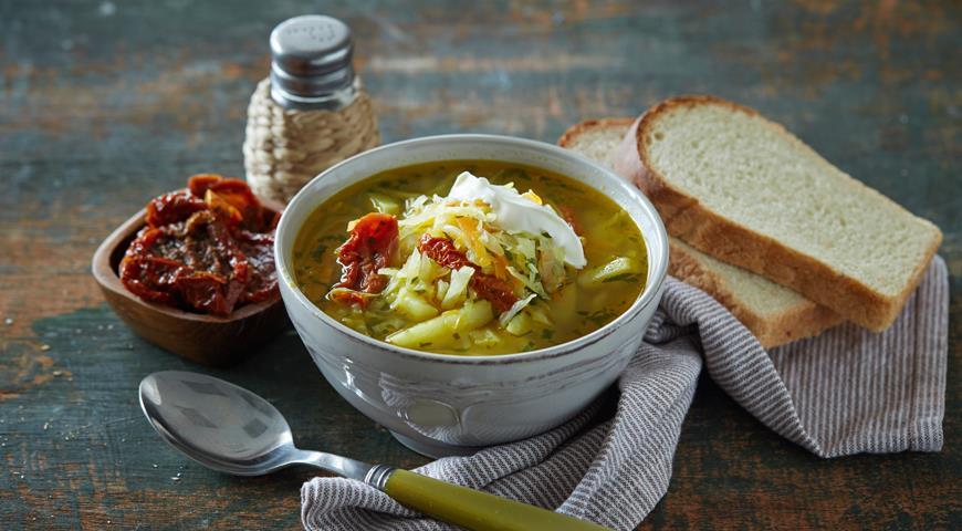 Рецепт Щи вегетарианские со свежей капустой и вялеными помидорами