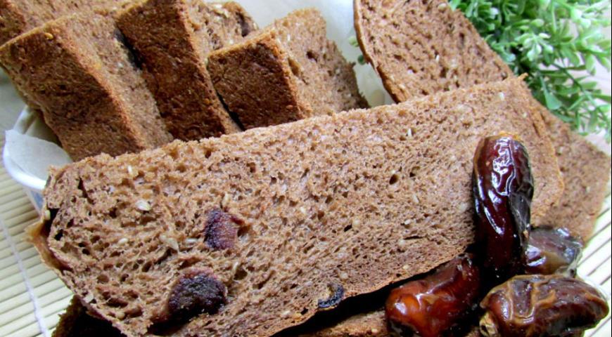 Рецепт Шоколадный хлеб с кунжутом и финиками в хлебопечке