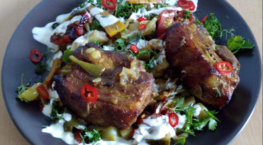Рецепт Свиная грудинка, запеченная с сезонными овощами