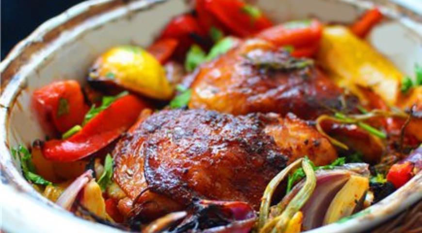 Рецепт Курица, запеченная в овощном ассорти