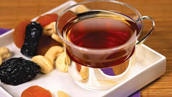 Чай с травами, ягодами, фруктами, молоком, пряностями, сухофруктами