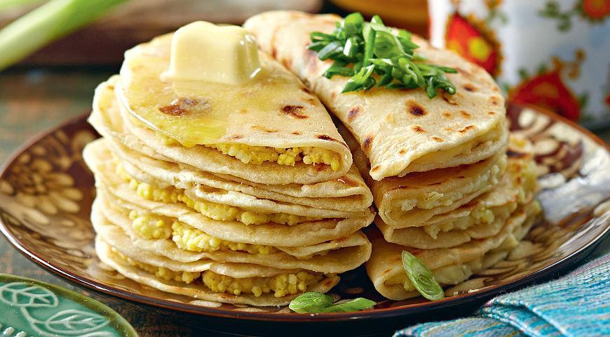 Рецепт Лепешки кыстыбый с пшенной кашей и картошкой с луком