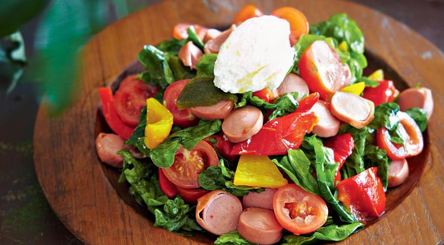 Рецепт Теплый салат с сосисками, сладким перцем и рикоттой