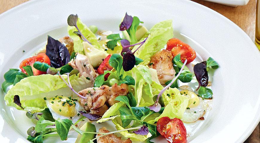 Рецепт Салат из цыпленка с авокадо и перепелиными яйцами