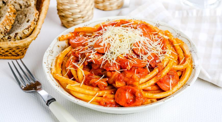 Рецепт Спагетти с сосисками в томатном соусе
