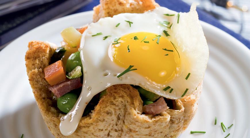 Рецепт Гнезда из хлеба с овощами и перепелиными яйцами