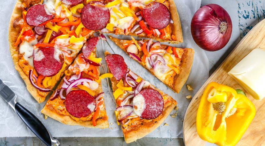 Рецепт Пицца с болгарским перцем и колбасой