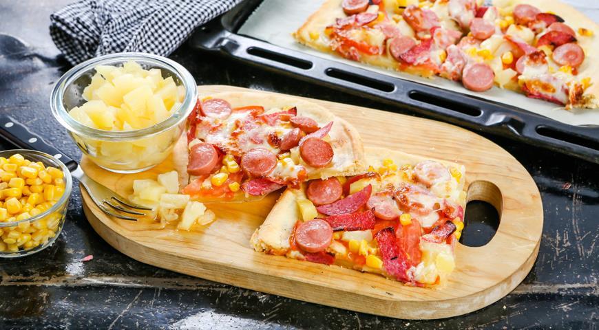 Рецепт Пицца с ананасами и колбасой