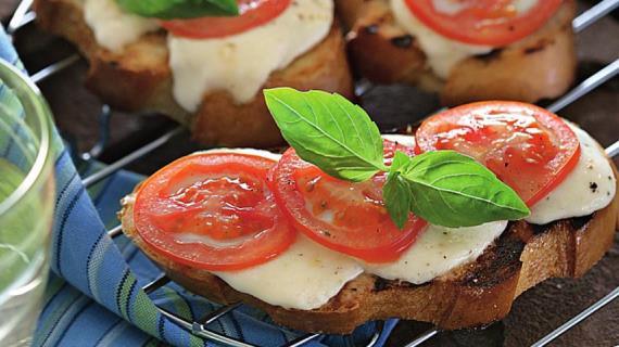 Рецепты с моцареллой, блюда с сыром моцарелла