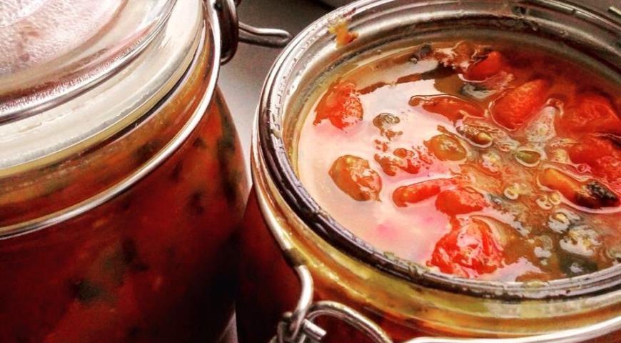 Рецепт Конфитюр из томатов с яблоком, базиликом и специями
