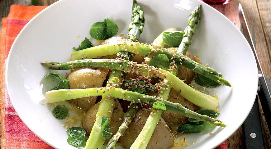 Рецепт Теплый салат из молодого картофеля и спаржи