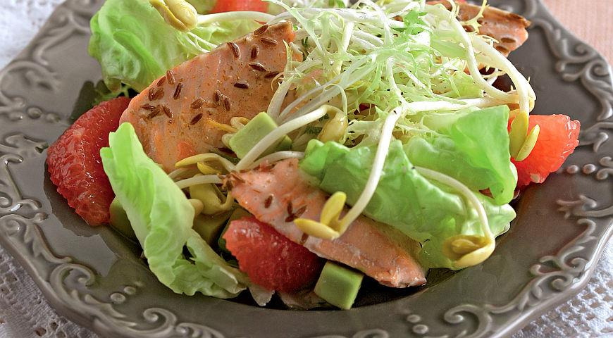 Рецепт Салат из морской форели с имбирно-грейпфрутовой заправкой