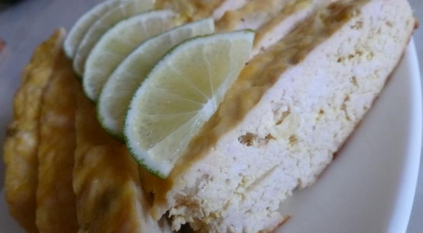 Рецепт Куриный рулет с изюмом и ананасом