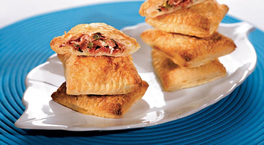 Рецепт Пирожки с луком, сыром и ветчиной