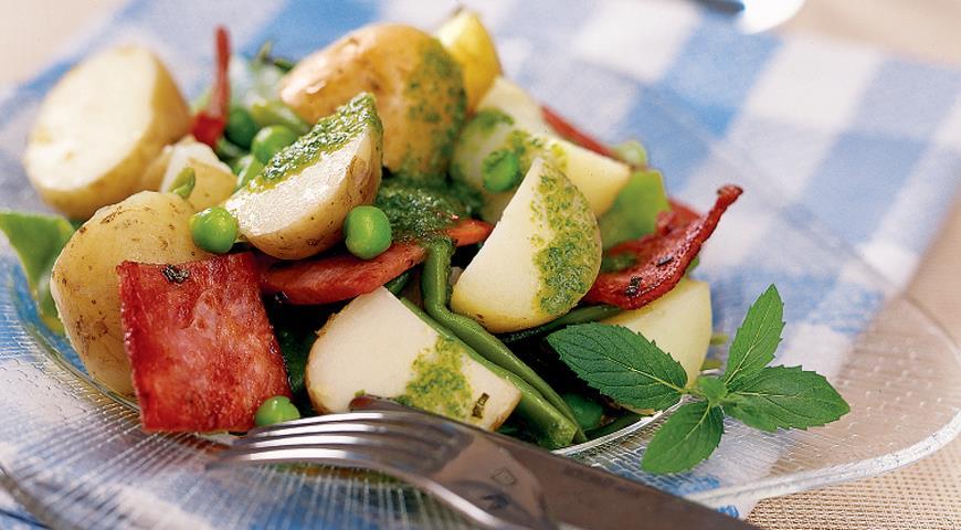 Рецепт Салат из молодого картофеля с панчеттой, фасолью и мятой