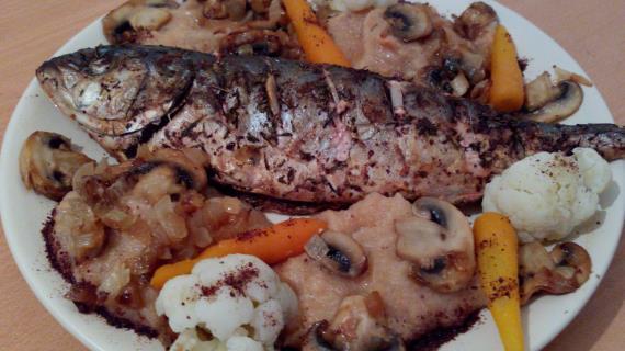 Лакедра с сумахом и овощным пюре с шампиньонами