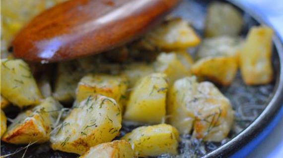 Запеченная чесночная картошка в пармезановой корочке