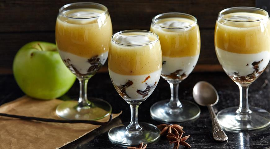 Рецепт Яблочный десерт с черносливом и йогуртом