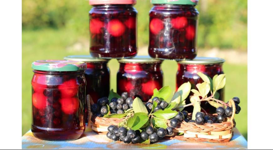 Рецепт Компот из черноплодной рябины и слив