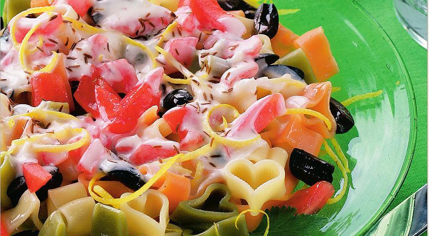 Рецепт Ближневосточный салат с хумусом и маслинами