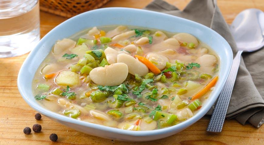 Рецепт Легкий суп с сельдереем и фасолью лима