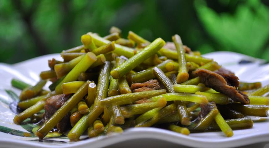 кулинарные рецепты салат стебли чеснока