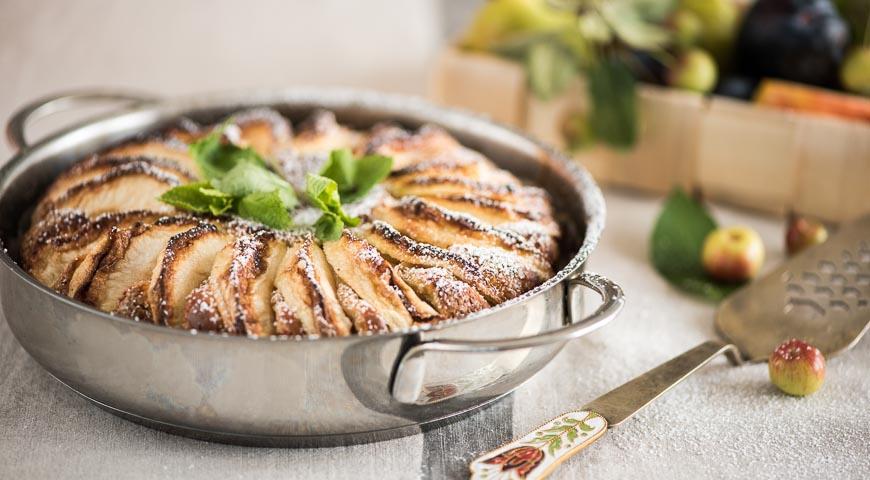 Рецепт Нежная творожная шарлотка с яблоками