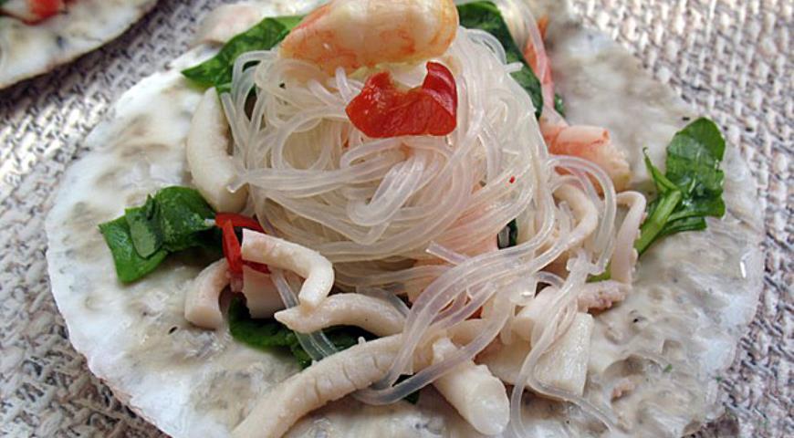 Рецепт Острый тайский салат с морепродуктами «Побережье»