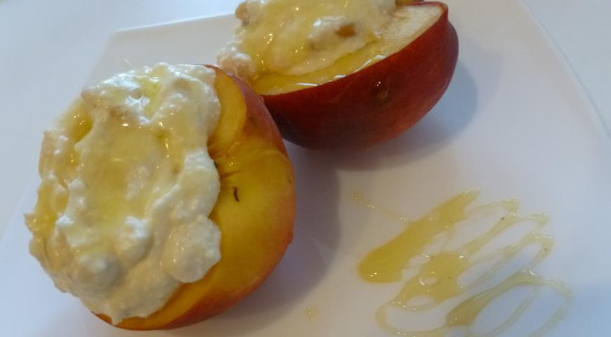 Рецепт Персики с творогом, медом и кедровыми орешками