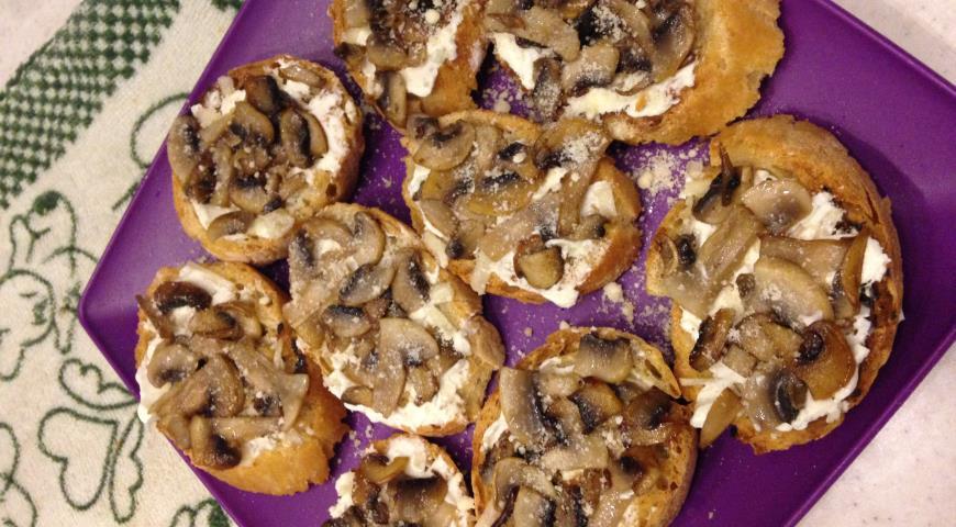 Брускетта с грибами и творожным сыром, пошаговый рецепт с фото