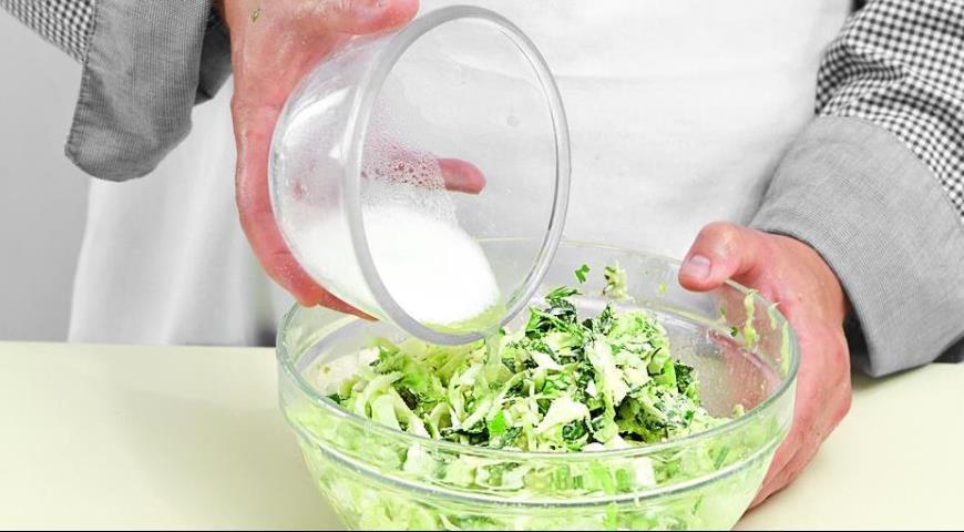 Фото приготовления рецепта: Капустный пирог, шаг №4