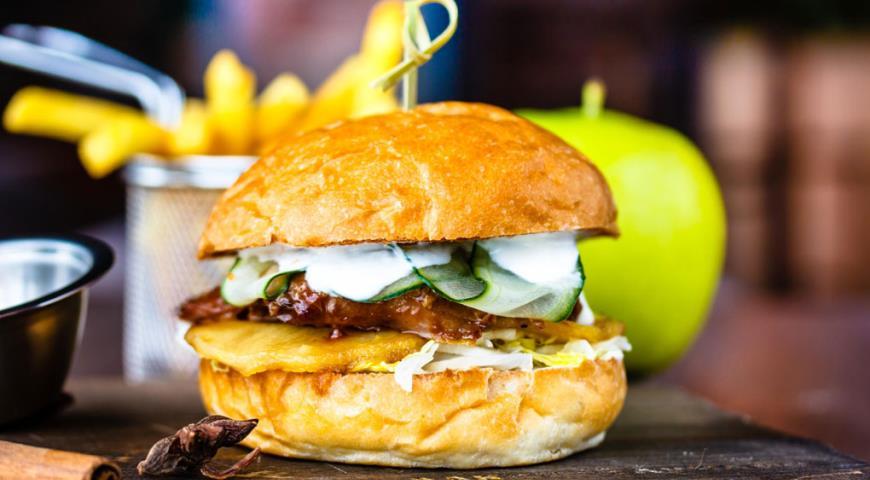 Рецепт Бургер Lucky Ducky с уткой и яблоком