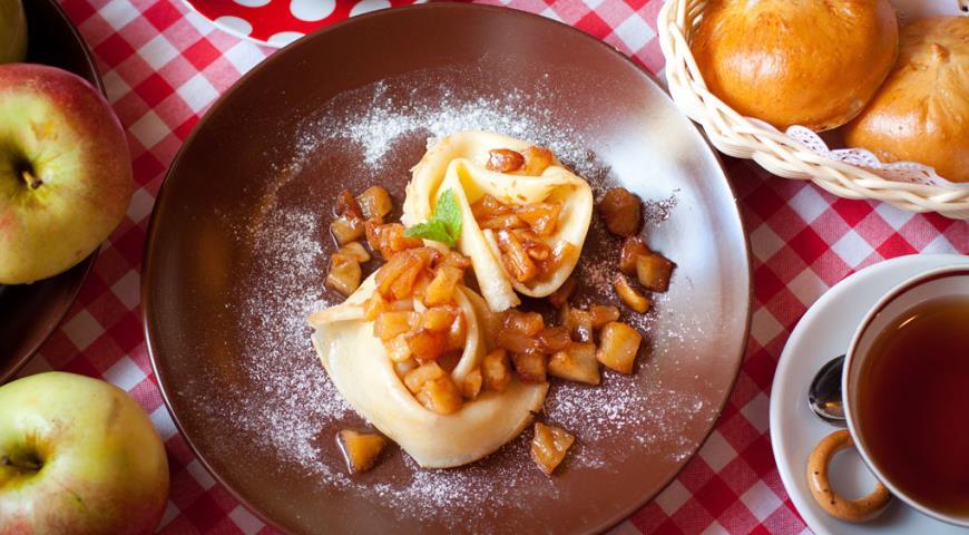 Рецепт Блины с яблоками и корицей
