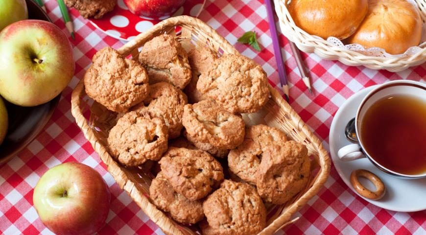 Рецепт Домашнее овсяное печенье с яблоками и грецкими орехами