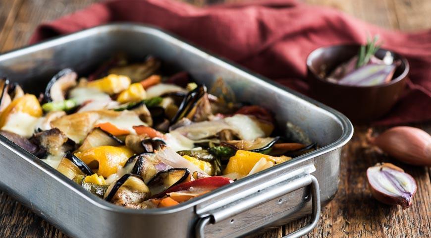 Рецепт Запеченные баклажаны с овощами и моцареллой