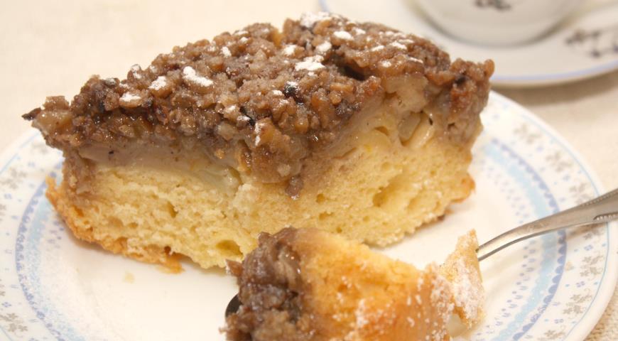 Рецепт Яблочная шарлотка с грецкими орехами