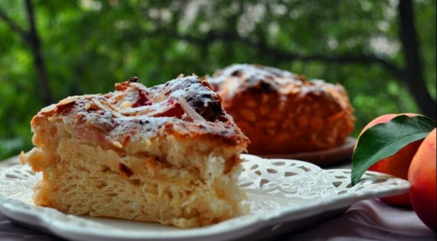Рецепт Шарлотка дрожжевая с медом и нектаринами