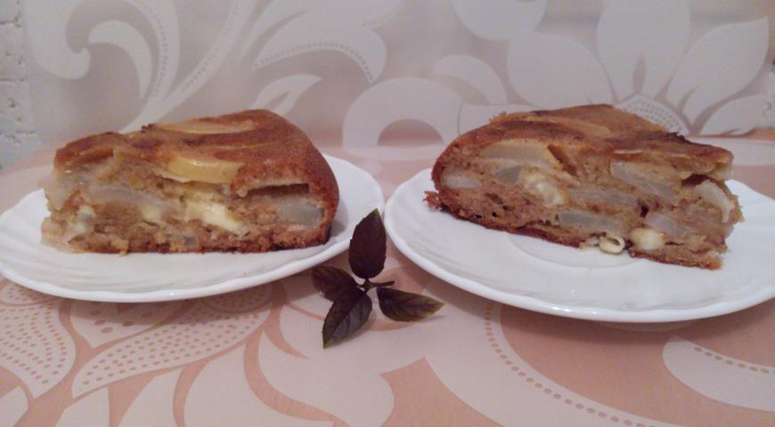 Рецепт Грушевая шарлотка с моцареллой, гречичным медом и грушевым шнапсом