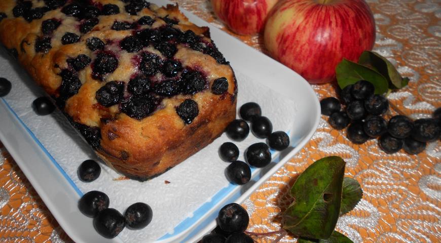 Рецепт Шарлотка с изюмом, яблоками и черноплодной рябиной